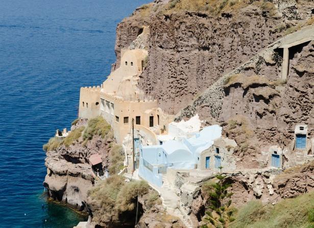 Görög barlanglakások