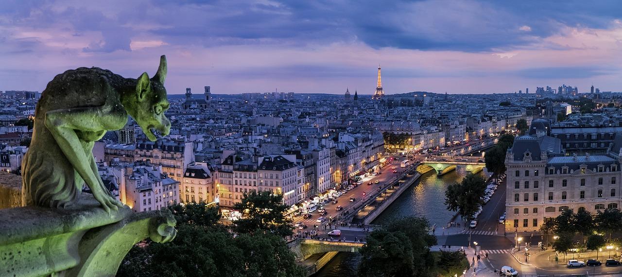 Párizs vízköpőinek egyike